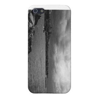 080806-32BW-APO iPhone 5/5S COVERS