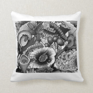 2240 Creatures In our Garden Cushion - white