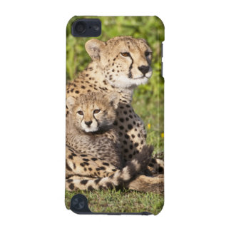 Africa. Tanzania. Cheetah mother and cubs 2 iPod Touch 5G Cover