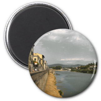 Along the Arno Magnet