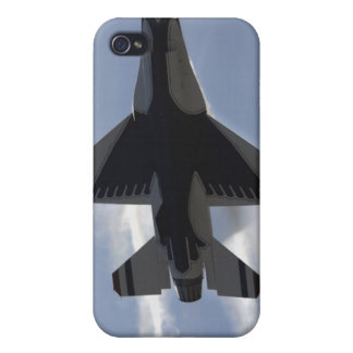 An F-16 Fighting Falcon pulls high G's iPhone 4/4S Cases
