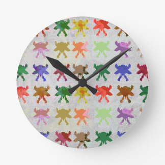Art101 HAPPY Dancing Baby Pattern Round Clock