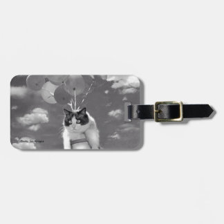 Bag Tag: Funny cat flying with Balloons Luggage Tag