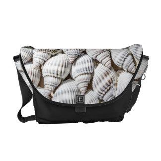 Beautiful arranges Shellfish Messenger Bag