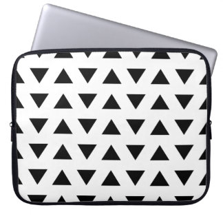 Black and White Geometric Pattern of Triangles. Laptop Sleeve