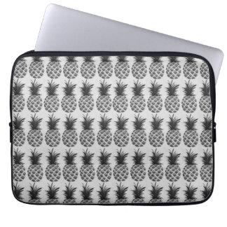 Black&white pineapple laptop sleeve