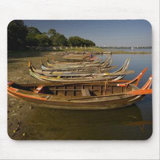 Boats on lake between Kyauktawgyi Paya and Mouse Pad
