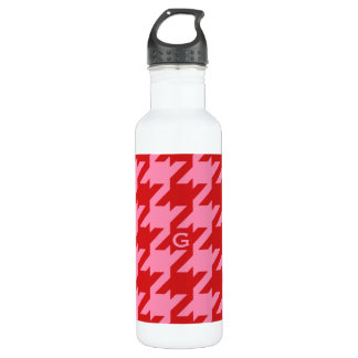 Bold modern red and pink houndstooth monogram 710 ml water bottle