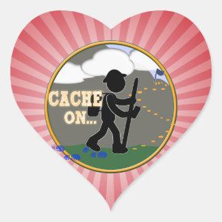 CACHE ON! GEOCACHING MOTTO RND HEART STICKER