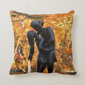 Central Park Autumn: Romeo & Juliet Statue 02 Cushion