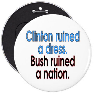 Clinton ruined a dress. Bush ruined a nation. 6 Cm Round Badge