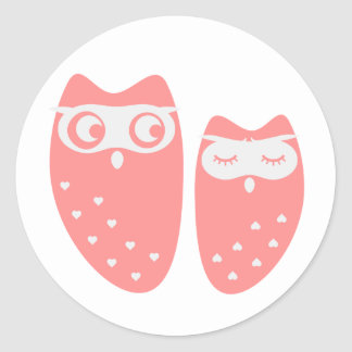 Cute owl couple with hearts classic round sticker