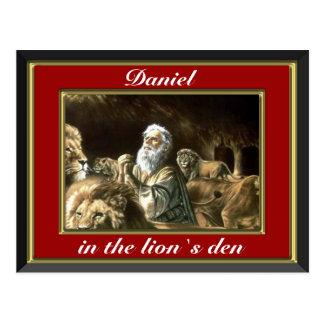 Daniel praying in the lions den red postcard