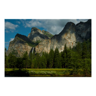 Dramatic View Of Yosemite Valley From The Gates Posters
