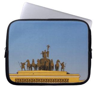 Dvortsovaya Square, Triumphal Arch, sunset 2 Laptop Sleeve