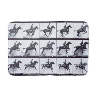 EADWEARD MUYBRIDGE: Horse Daisy Jumping - Bath Mat
