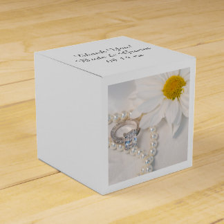 Elegant White Daisy Wedding Favour Box