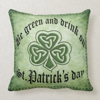 Fun grundge Irish lucky shamrock Throw Pillow