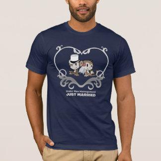 Funny Love Monkeys: Bride & Groom Wedding T-shirt