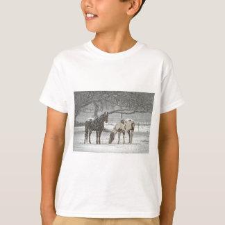 horse winter snow farm ranch animals snowy frozen T-Shirt