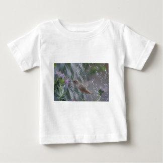 Hummingbird - playing in the rain baby T-Shirt
