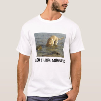 I don't like Mondays - Labrador with head in water T-Shirt