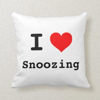 I heart snoozing throw cushion