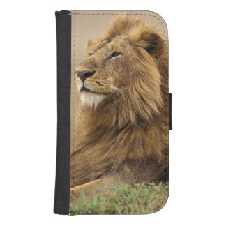 Kenya, Masai Mara. Adult male lion on termite Samsung S4 Wallet Case