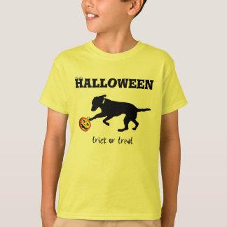Kid's t-shirt Halloween trick or treat black lab