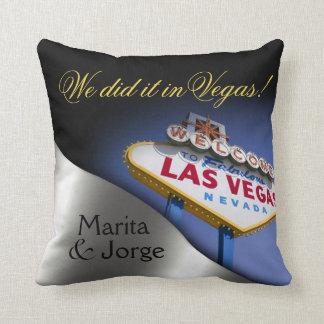 Las Vegas Sign Mr. & Mrs. Newlyweds | silver Cushion