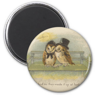owl couple on bench 6 cm round magnet