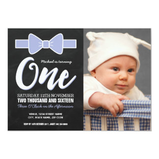 PHOTO FIRST BIRTHDAY PARTY | CHALKBOARD BOW TIE 13 CM X 18 CM INVITATION CARD