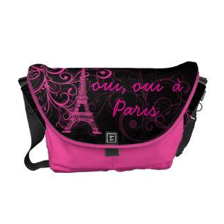 PixDezines oui, oui  à Paris/diy background color Courier Bag