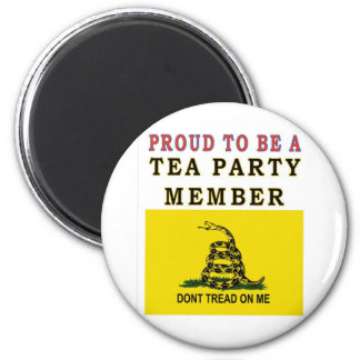 PROUD TO BE A TEA PARTY MEMBER 6 CM ROUND MAGNET