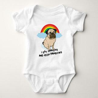Pug admits to pooping rainbows! T-shirt