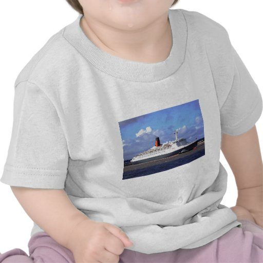 QE11 On the River Mersey, Liverpool UK T Shirt