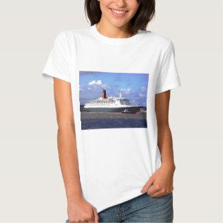 QE11 On the River Mersey, Liverpool UK Tshirt