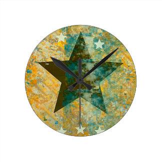 Rustic Star Round Clock