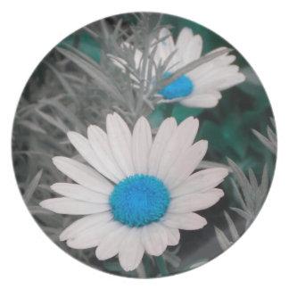 Shasta Daisies (w/Blue) Plate
