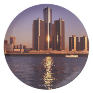 Skyscrapers by the water in Detroit 2 Party Plates