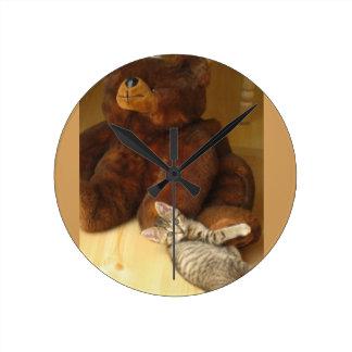 Teddy Bear And Kitten Hug Clock