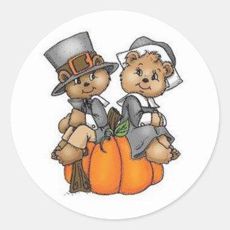 Thanksgiving Stickers/Pilgrim Bears Classic Round Sticker