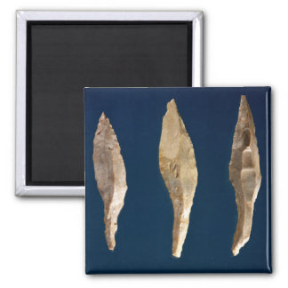 Three arrow heads square magnet