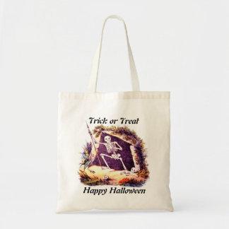 Trick or Treat Skeleton King tote bag