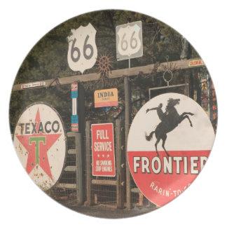USA, Arizona, Sedona: Antique Advertising Signs Party Plates
