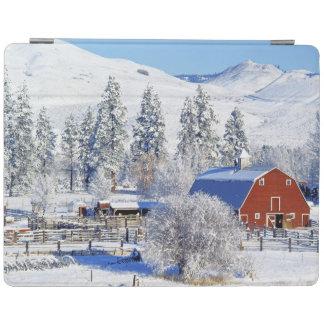 USA, Washington, Methow Valley, Barns in iPad Cover