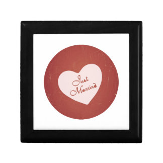 Vintage Retro Style Just Married On Antique Red Gift Boxes