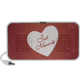 Vintage Retro Style Just Married On Antique Red iPhone Speakers