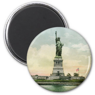 "Vintage ""Statue of Liberty"" Poster. New York. 6 Cm Round Magnet"