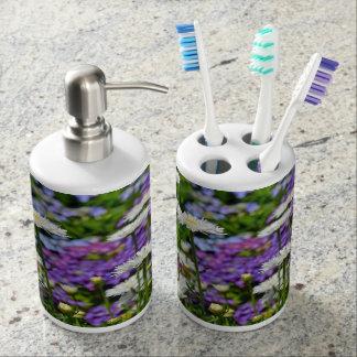 White daisy garden print bathroom set